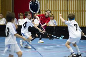 I går spelade Aston och Runstens P9:or match på Nynäs IP. På sidan av idrottsplanen fanns det fullt av föräldrar och idrottsledare som alla är fundersamma över hur EU:s momsregler, som man vill införa i Sverige, ska påverka barns möjligheter att idrotta.