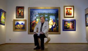 Konstnären Lennart Jirlow har kommit från Frankrike till Stockholm för en av de sällsynta utställningarna i staden nu för tiden. Han tillhör landets mest eftertraktade och bäst betalda nu verksamma konstnärer.
