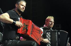 Lars Karlsson (närmast) och Öivind Farmen utser vi till dragspelsgalans kungar.
