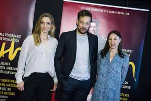 Ellen Jelinek, Johannes Bah Kuhnke och Charlotta Jonsson ingår i ensemblen för Maximteaterns uppsättning av