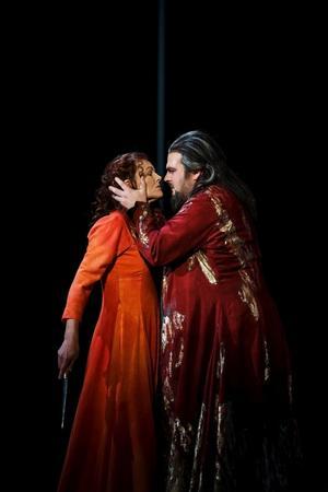 Elin Rombo som den unga Batseba och Michael Weinius som David. Genom hela operan ackompanjeras Batsebas sångpartier av en flöjt och Davids av mäktig brass.