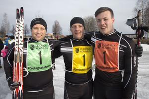 Team Lewerentz med från vänster Torleif Jansson, Albin Lewerentz och Simon Lewerentz vann företagsstafetten för andra året i rad och belönades med varsitt presentkort på 300 kronor, priser som kommunen stod för.