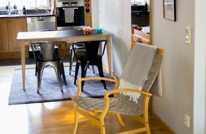När familjen flyttade från villan sålde de nästan alla möbler.