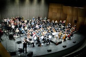 Gävle Symfoniorkester, Forsbacka Kammarkör och Entombed spelar hela albumet