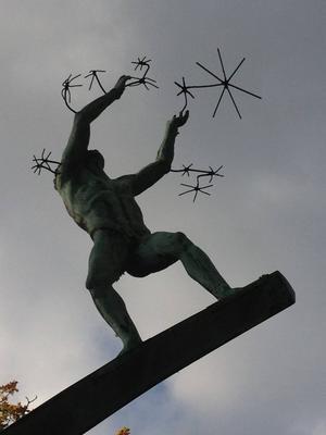 Skulptur av Carl Milles. Vi måste se det viktiga!