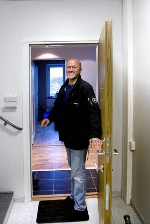 NY I STADSDELEN. Lars-Göran Skytt är en av de nyinflyttade i Skanskas punkthus på Alderholmen. Lägenheten kostade honom drygt 2 miljoner.