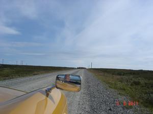 Jag och min man kommer åkandes i vår Triumph Spifire-72 när vi vid vägens horisont ser något torna upp, vad fattar vi inte först. Strax upptäcker vi att det är renar, 100-tals renar som springer emot oss. Vad som är kul med bilden upptäcker jag sen, det är att den förvånade maken syns i bakspegeln. En fantastisk upplevelse och skönt att renarna valde att vika av strax framför bilen.