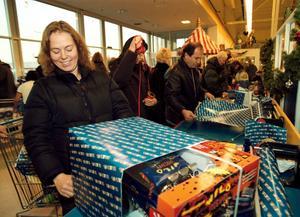 Julen är en högtid när vi ger, men även en tid när många skuldsätter sig för att ha råd med julklappar. Vilket kan ge surt efter.