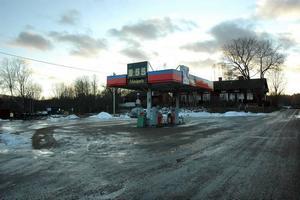 PUMPAR. I juni 2009 planerar OK att montera ner och ta bort sina  bensinpumpar i Åmot.