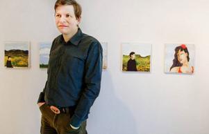 Staffan Schönberg visar en genomarbetad utställning med fokus på mänskliga möten på Galleri S.  Foto: Ulrika Andersson
