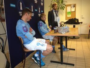 Markus Rosenberg och nyförvärvet Oscar Lewicki deppar efter förlusten mot ÖSK.