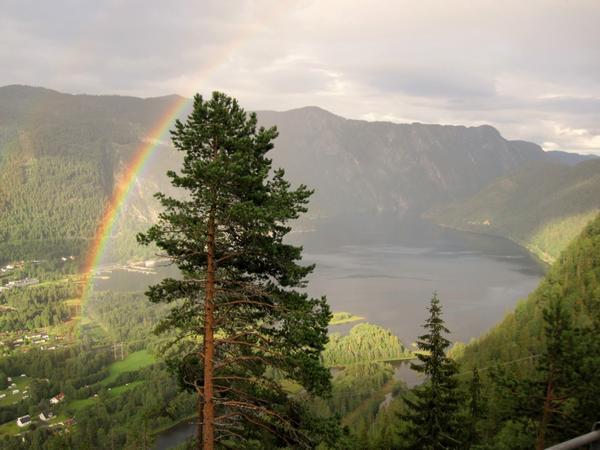På motorcykelsemester genom Telemark i Norge, så kom vi lagom fram till den lilla orten Dalen när solen lyckades bryta igenom de regntunga molnen.