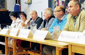 Politiker på podiet: Marie Centerwall (S), Ingrid Hammarberg (FP), Jan Lahenkorva (S), Ingvar Persson (M), Olov Nilsson Sträng (BP) och Bengt-Olov Renöfält (C).
