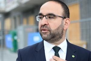 Bostads-, stadsutvecklings- och it-minister Mehmet Kaplan har inte avgått.
