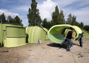 Ockelbo plast jobbar just nu med en rutschbana som ska finnas på Skövdes nya vattenpark.