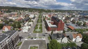 Ungefär så här blir utsikten längs Esplanaden från takterrassen på 12-våningshuset enligt den här drönarbilden.