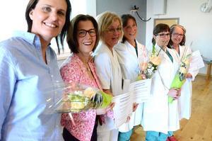 Prisas för förbättringar inom vård. Till vänster Maria Gunnarsson, biträdande utvecklingschef. Pristagarna: Anna-Lena Lindhe, Elisabeth Alfredsson, Susanne Olofsson, Kerstin Sundblad och Lilian Åkerstrand.