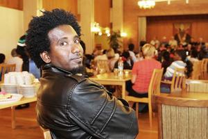 Gedian Tesfageresh från Eritrea bor i Lillhärdal och funderar på att bli snickare.