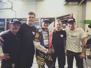 Marcel Gerhard, längst till vänster, med Fredrik Lindgren och teamets mekaniker efter GP-segern i Warzawa i lördags.