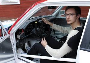 I början av juni debuterar Jonas Reinholdsson från Saxdalen som banracingförare och den relativt nya motorsporten Time Attack.