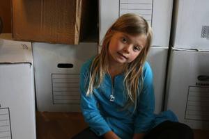 Bolibompa börjar nästa vecka sända dokumentärer när de följer barn i ett skeende av förändring. Ett avsnitt handlar om Bella, som flyttar från Stockholm till Östersund. Foto: SVT