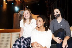 Miranda Nyhlén, Destiny Afework Holmgren och Agnes Thoäng är glada för att kunna delta i Dans- och musikskolans verksamhet.