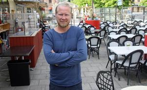 """""""Det är superbra att de kommer. De hjälper oss som driver restaurang att göra rätt"""", säger Jonas Hamlund om miljökontorets besök."""