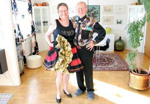 Maud och Gunnar Falk älskar att dansa rutor på helgerna. För det är ju faktiskt en fyrkant som är formen på squaredans.