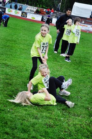 Leker. Åbyggebys klass 3 hade det roligt tillsammans, det är ju som sagt inte bara själva tävlandet som ska vara kul på en olympiad. Allt runt omkring är också viktigt.