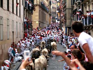 Tjurrusning på San Fermin-festivalen i Pamplona.´