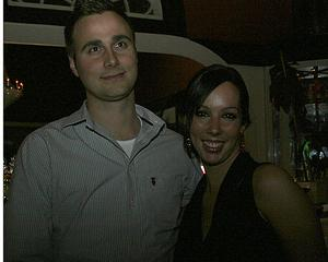 Blue Moon Bar. Marcus och Charlotta