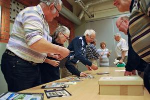 Intresset för frimärken och vykort är stort i Leksand med omnejd. Det visade inte minst senaste träffen i Brandmannen som lockade 20 personer - trots många andra arrangemang.