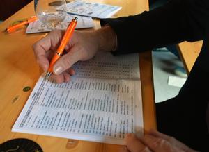 Besökarna hade fullt upp att betygsätta det digra ölutbudet på SMÖF 2017.