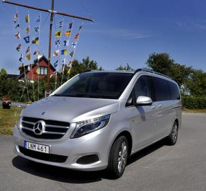 Skenet må bedra men Mercedes hävdar att V-Klass är en personbil. Visserligen en stor personbil men absolut ingen modifierad skåpbil à la föregångaren Viano.