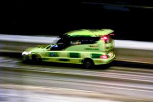 Ambulansen fanns på plats men kunde inte gå in.