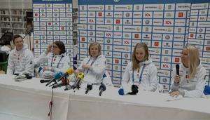 De svenska damerna på presskonferensen.
