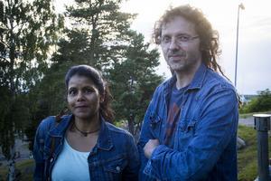 Christian Johansson och Chandra Borvall, föräldrar till trummisen.