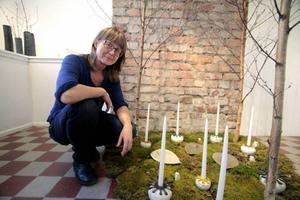 Ylwa Eklind har återvänt till Drejeriet för sin första separatutställning och har tagit med sig våren in i lokalerna.