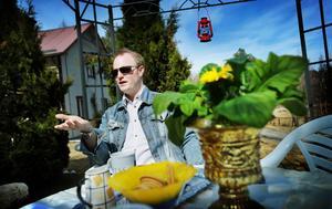 Jon Anderzon tvingas sluta som ledare för Karamellteatern. Nu ska Bollnäs kommun undersöka om Jon Anderzons rapporterade arbetstimmar för sitt arbete med teatergruppen är korrekta.