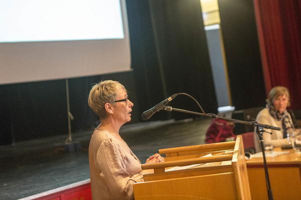 Anna-Lena Andersson(S) tackar fullmäktige för stödet till motionen om att inrätta ett demensteam i Härjedalen.