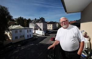 Stig Robertsson bor i centrala Sundsvall tillsammans med hustrun Birgitta.