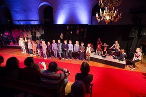 Rådmansökompanierna fyllde kyrkan med sång, musik och teater i går.