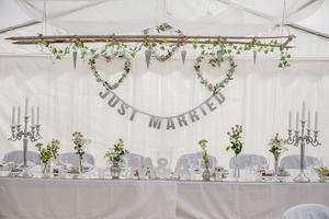 Maria och André har länge förberett allt inför bröllopet.