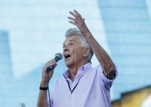 Sven-Bertil Taubes karriär har fått en nytändning under de senaste åren. I fjol värmde han upp publiken inför Håkan Hellströms konserter på Ullevi i Göteborg. Arkivbild.
