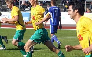 Grönt underlag så gott som året runt från och med i höst glädjer inte minst spelarna i Ludvika FK. FOTO ARKIV