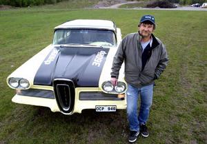 Lasse Österholm med sin Edsel Pacer, 1958.