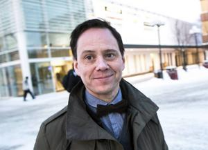 Serieskaparen Mats Jonsson är starkt kritisk till Stockholmsperspektivet.