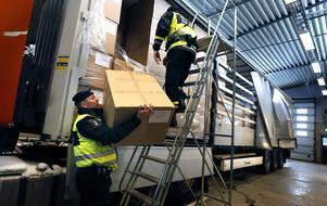 Nedbantningen av Tullverket, bland annat i Kapellskär, bidrar till att stärka smuggelmarknaden. Att tro att den illegala varutrafiken kan hanteras genom mobila enheter är att inte ta problemet på allvar, skriver Tommy Waidelich.