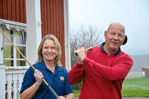 Lång säsong. En rekordlång golfsäsong ser det ut att bli i år, berättar Lena Axelsson och Sören Rauséus, Nora golfklubb.