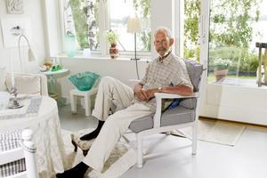 Sveriges glasbruk är hotade. – Det är en stor kulturskatt som riskerar att gå i graven, säger han bekymrat.